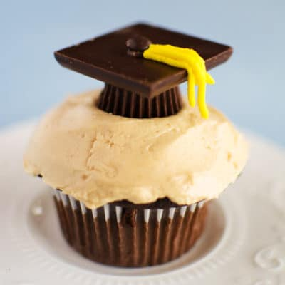 Easy and Cute Candy Graduation Caps Cupcakes
