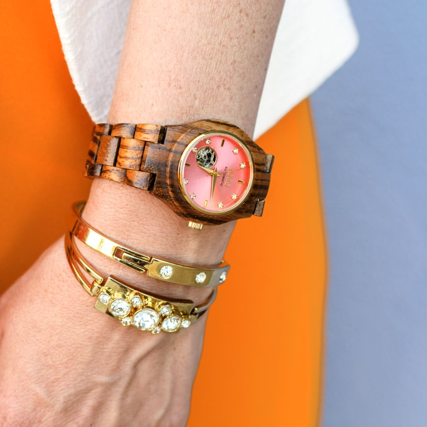 Fashion Trend: Wood Watches and Wooden Accessories