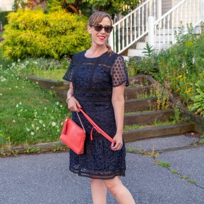 3 Reasons You Need to Try Navy Blue Lace Dresses