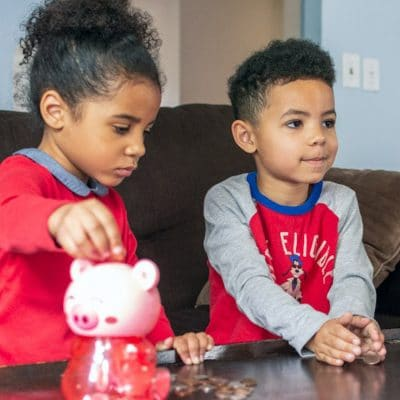 7 Tips to Teach Your Young Kids About Financial Literacy