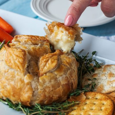 How to Make This Delicious Baked Brie with Garlic