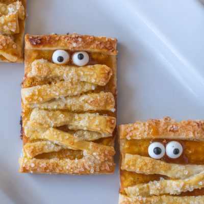 How to Make These Super Cute Halloween Mummy Cookies