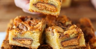 These butterfinger blondies are decadent