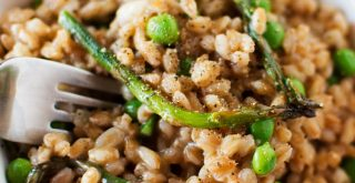 asparagus-farro-risotto-featured